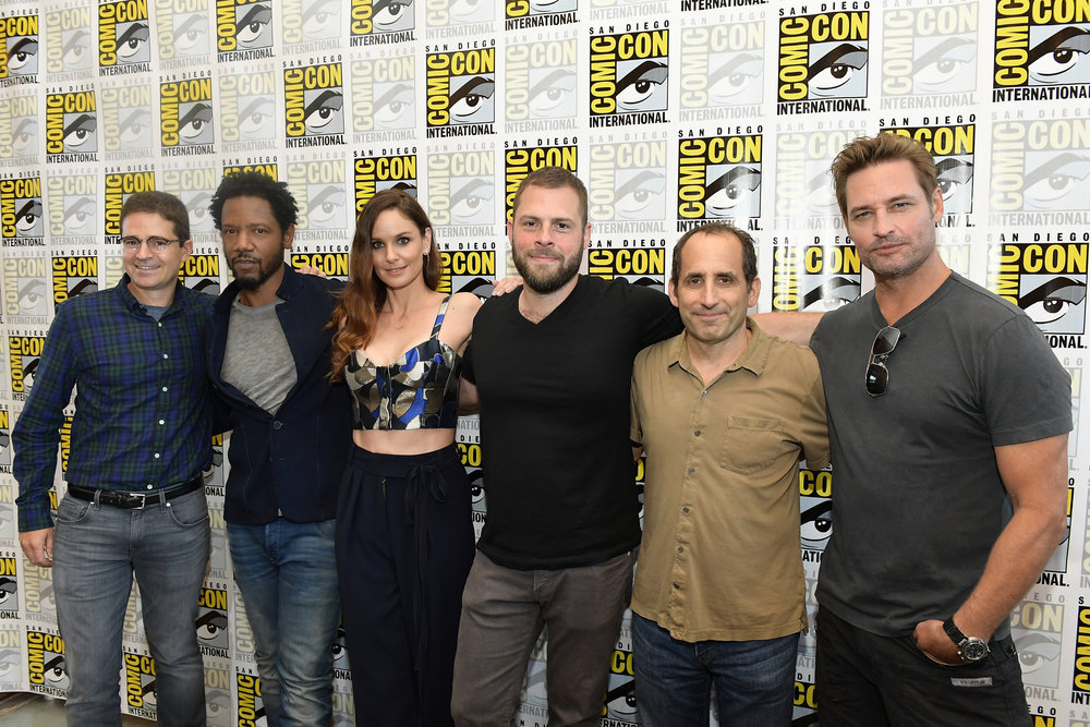 "COMIC-CON INTERNATIONAL: SAN DIEGO -- ""Colony Press Room"" -- Pictured: (l-r) Wes Tooke, Tory Kittles, Sarah Wayne Callies, Ryan Condal, Peter Jacobson, and Josh Holloway -- (Photo by: Matt Winkelmeyer/USA Network)"